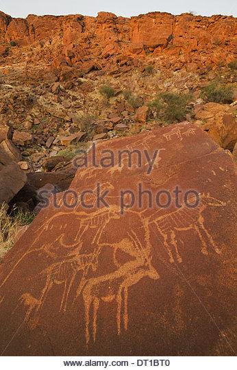 Uibasen Conservancy Damaraland Namibia. uralte Felsmalereien geschnitzt Sandstein bei Twyfelfontein Stockbild