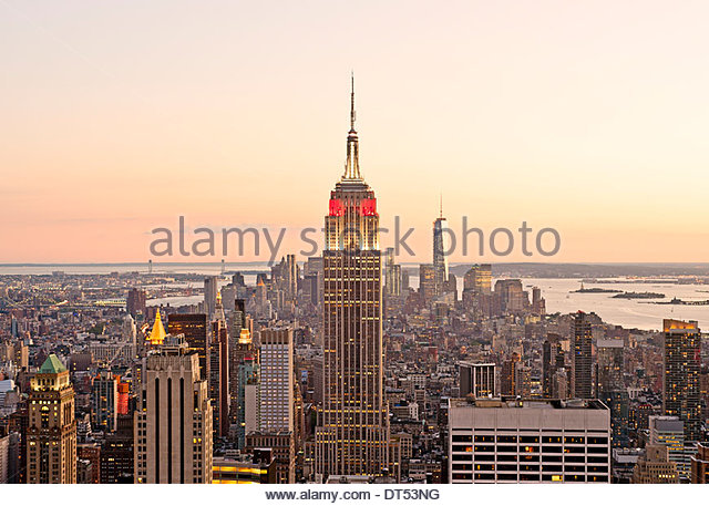 New York Skyline Manhattan New York City Skyline Empire State Building Blick auf neu in der Abenddämmerung Stockbild