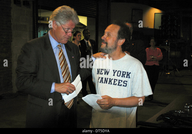 BILL CLINTON & BILLY CRYSTAL ANALYSIEREN, (2002) Stockbild