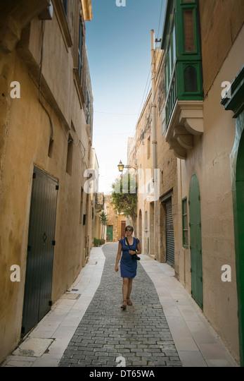 Weibliche Touristen Wandern, Victoria, Gozo, Malta - Stock-Bilder