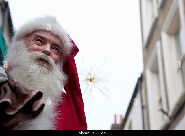 Santa Claus in der Straße Stockbild
