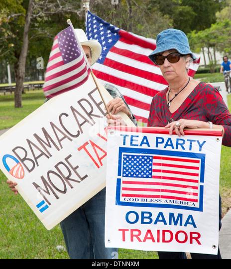 Exilkubanern, Mitglieder der Tea-Party-Rallye auf einer Vielzahl von Themen, darunter gegen Präsident Obama Stockbild