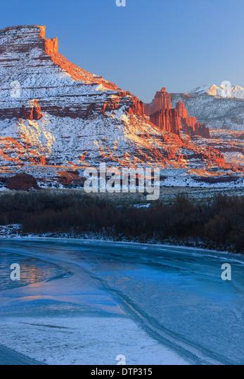 Winter-Sonnenuntergang am Fisher Towers, in der Nähe von Moab, Utah - USA Stockbild