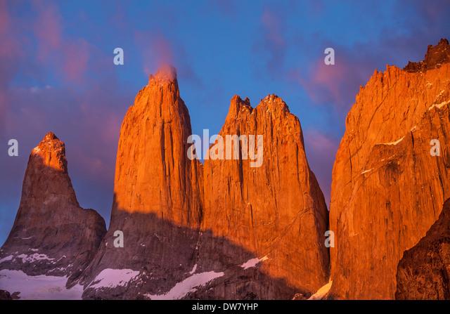 Türme am Sonnenaufgang, Torres del Paine Nationalpark, Patagonien, Chile Stockbild