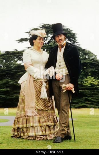Englische viktorianische Gentry, Ende 19. Jh., Reenactment, Kostüm, Mode, Gentleman, Dame Stockbild