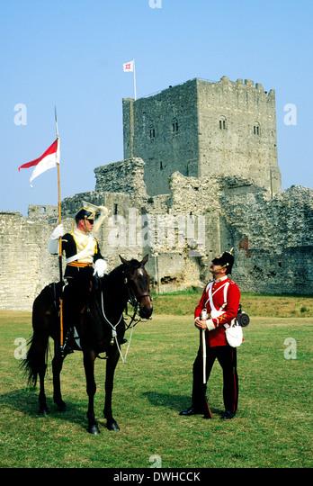 Portchester Castle, Hampshire, Ende des 19. Jahrhunderts britische Militär, 17. Lancers und 57. Middlesex Regiment, Stockbild