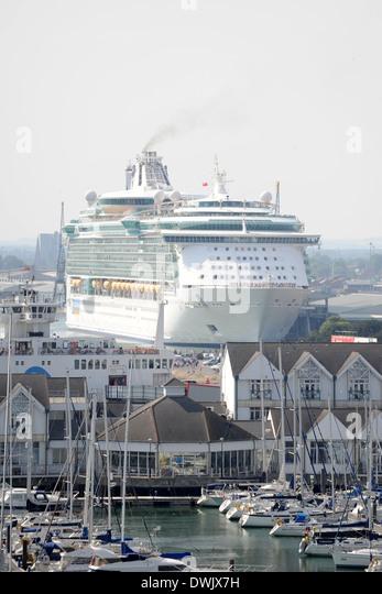 Die Unabhängigkeit der Meere Kreuzfahrtschiff in Southampton. Stockbild