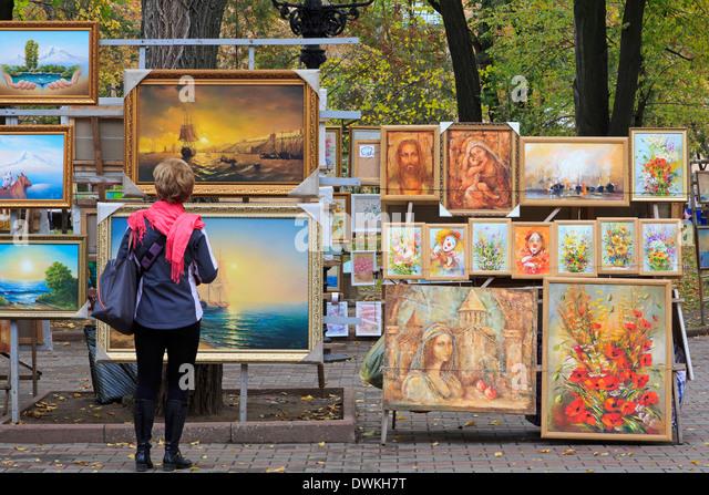 Gemälde zum Verkauf in Preobraschenskij Cathedral Park, Odessa, Krim, Ukraine, Europa Stockbild