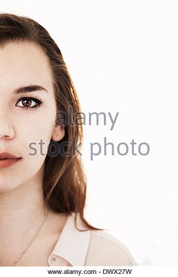 Bild der selbstbewusste Frau vor weißem Hintergrund abgeschnitten Stockbild