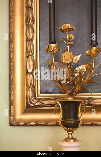 Reich verzierte goldene Skulptur und Bild Blumenrahmen Stockbild