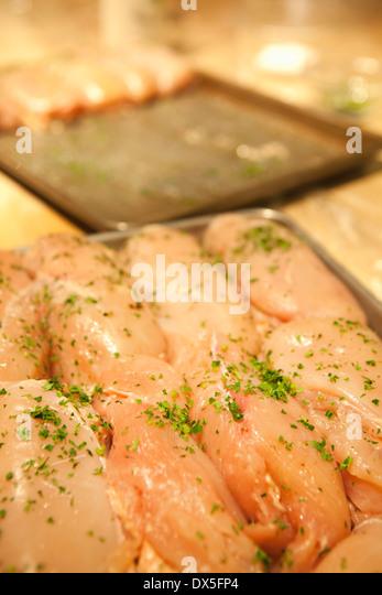 Rohe, gewürzte Huhn bereit, Kochen, Nahaufnahme Stockbild