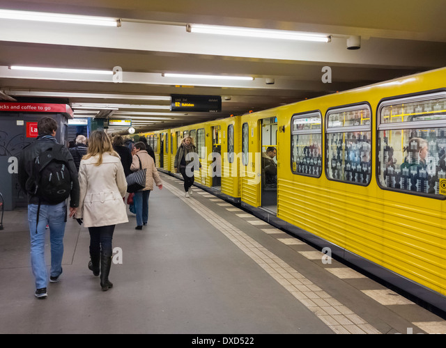 U-Bahn (U-Bahn) in Berlin, Deutschland, Europa Stockbild