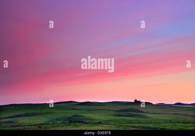 Sonnenuntergang Nachleuchten über isolierte Häuschen auf der Insel Islay Stockbild