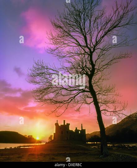 Sonnenuntergang über der Ruine des Kilchurn Castle, Loch Awe, Argyll Stockbild