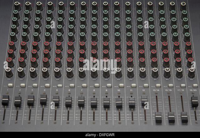 Stereo-Sound Equalizer Konsole mit Kanälen Stockbild
