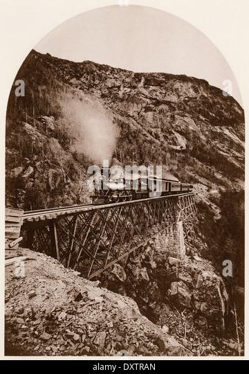 Portland & Ogdensburg Railroad auf der Willey-Bach-Brücke in den White Mountains von New Hampshire, der Stockbild