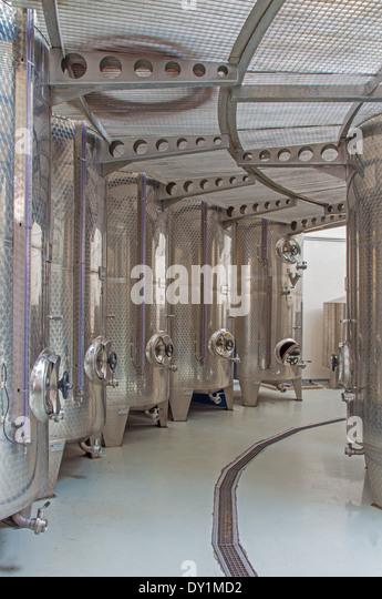 """Der Wein Herstellung von großen slowakischen Hersteller """"Mrva und Stanko"""" Indoor. Moderne große Stockbild"""