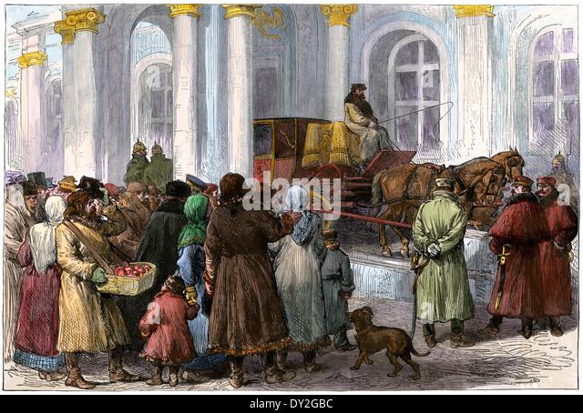 Bürgerinnen und Bürger am Eingang zum Winterpalast, St. Petersburg, Russland, 1881. Stockbild