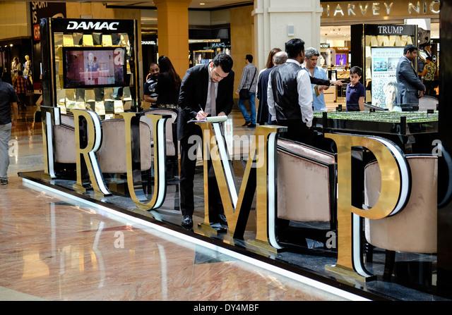 Verkauf stehen für Luxus-Neubaugebiet am Akoya Park eine Trump Immobilieninvestitionen in Dubai Vereinigte Stockbild