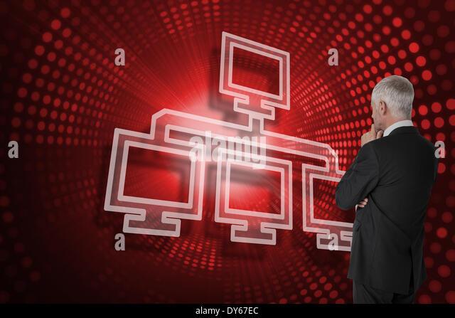 Zusammengesetztes Bild Computerverbindung und Unternehmer auf der Suche Stockbild