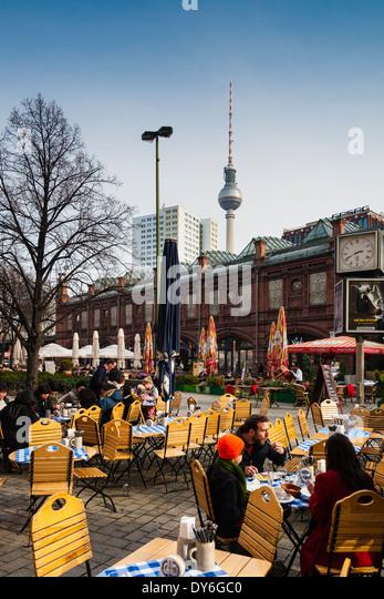 Hackescher Markt mit der S-Bahn Station, Fernsehturm, Berlin, Deutschland Stockbild