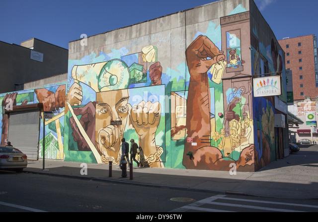 Wandbild auf Diaspora Community Services Gebäude entlang der 4th Avenue in Park Slope, Brooklyn, NY. Stockbild