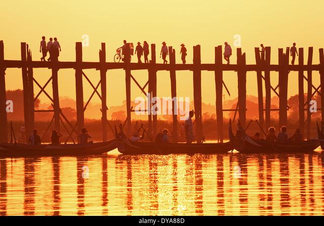 U Bein Brücke bei Sonnenuntergang. Amarapura, Myanmar. Stockbild