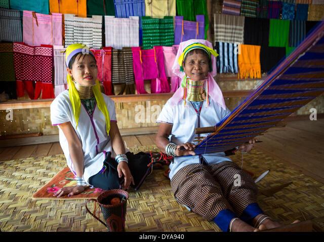 Giraffe Frau Inle Myanmar Burma Attraktion bunte glauben See Hals lange schmerzhafte Religion touristischen Tradition Stockbild