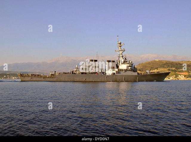 US Navy Arleigh Burke-Klasse geführte Flugkörper Zerstörer USS Donald Cook in Marathi NATO Pier Einrichtung Stockbild