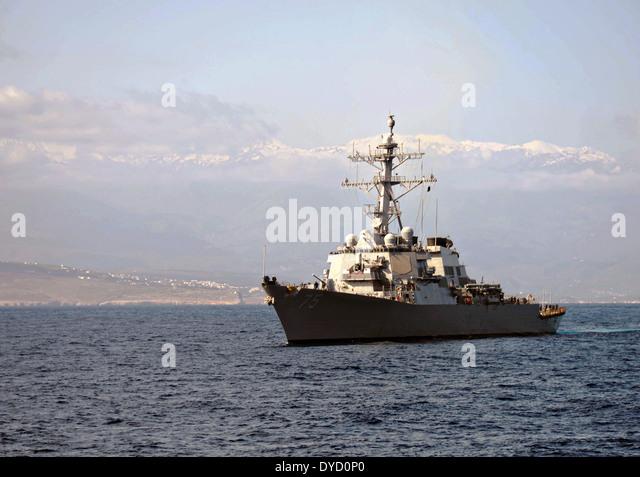 US Navy Arleigh Burke-Klasse geführte Flugkörper Zerstörer USS Donald Cook führt Operationen Stockbild