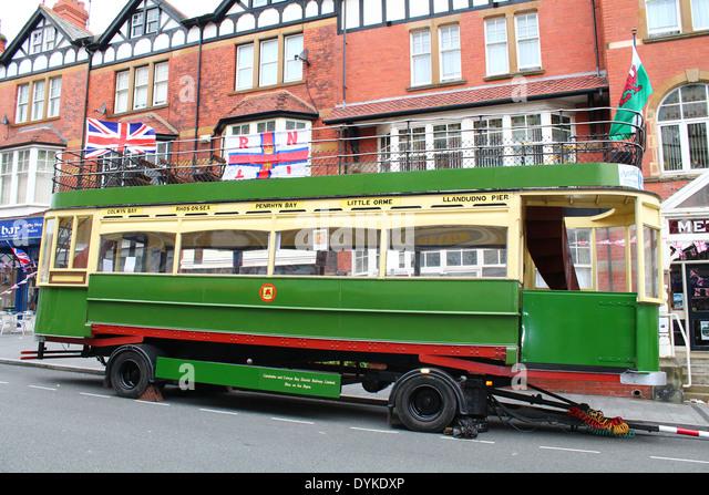40er Jahre Nostalgie Bus, Straßenbahn Stockbild