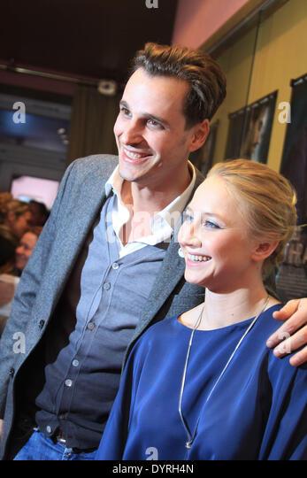 """Max von Thun und Anna Maria Muehe bei der Premiere von """"In der Welt Habt Ihr Angst"""", 2011 Stockbild"""
