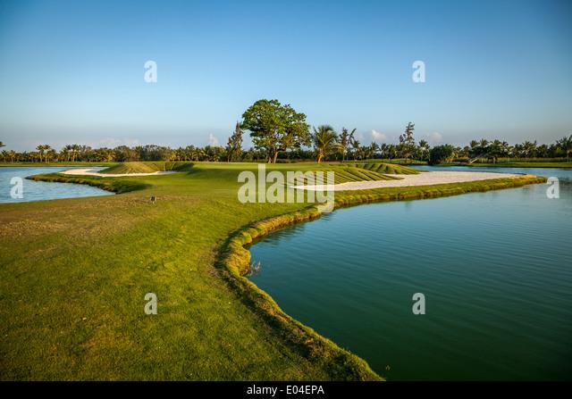 Tropischen Golfplatz bei Sonnenuntergang, Dominikanische Republik, Punta Cana Stockbild