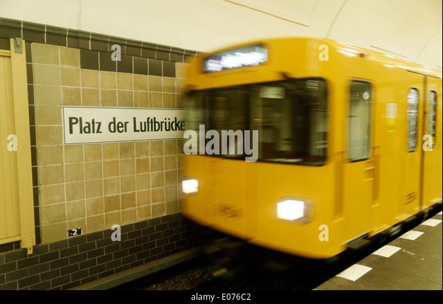 Platz der Luftbrucke U-Bahnstation. Platz der Luftbrucke erinnert an die Berliner Luftbrücke 1948-1949 Stockbild