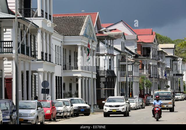 Niederländischen kolonialen Häuser an der Waterkant Street (Waterfront) in Paramaribo, der Hauptstadt Stockbild