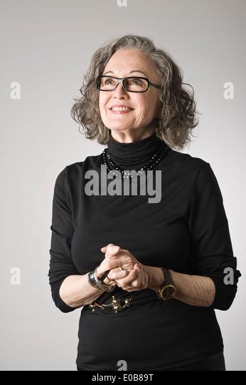 Porträt von senior Frau, nachschlagen Stockbild