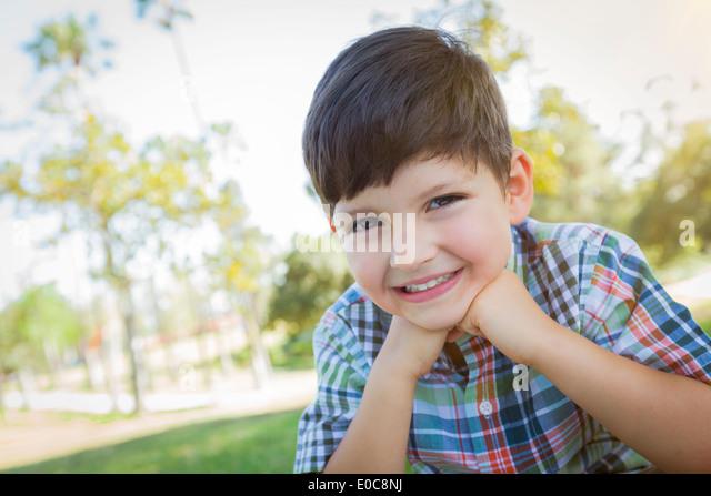 Süße junge Outdoor Portrait im Park. Stockbild