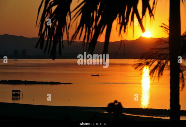 Sonnenuntergang am Ayeyarwady Fluss, Bagan, Myanmar, Myanmar, Asien Stockbild