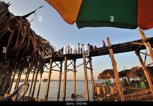 U Bein Brücke, Amarapura in der Nähe von Mandalay, Myanmar, Myanmar, Asien Stockbild