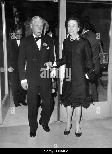 Der Herzog und die Herzogin von Windsor verlassen das Kino Stockbild