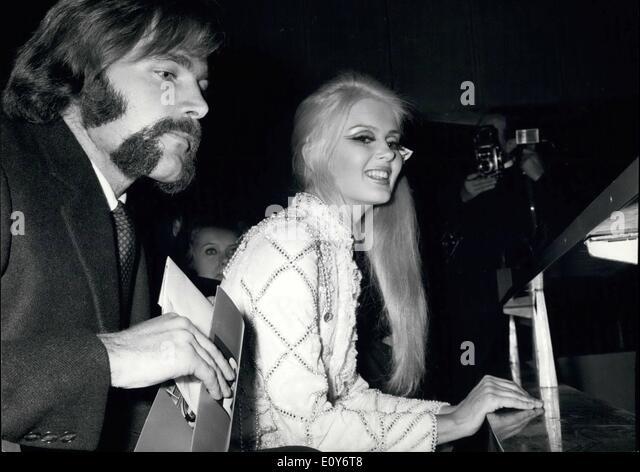 """12. Dezember 1968 - Galavorstellung im Kino Royal für den Film """"2001 Odyssee im Weltraum"""". Viele Stockbild"""