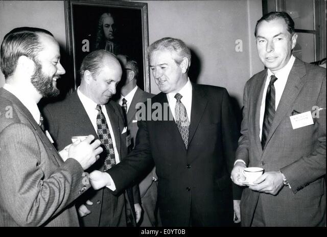 5. Mai 1971 - International Banking Conference in München: Federal Außenminister Walter Schule eröffnet Stockbild