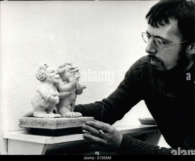 1. Januar 1972 - Gordon Govier '' anhänglich politische Satire''.: eine Ausstellung der Arbeiten Stockbild