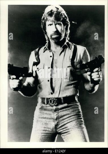 24. Dezember 1985 - Chuck Norris als Matt Hunter in der Joseph Zito '' Invasion U.S.A. ESS. Stockbild