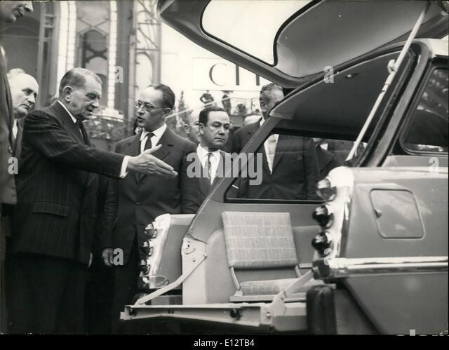 24. Februar 2012 - eröffnet Präsident Coty Paris Motor Show. Präsident Coty eröffnet die 45. Stockbild