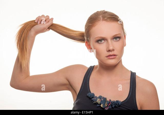 Mädchen ziehen Haare Pferdeschwanz Stockbild
