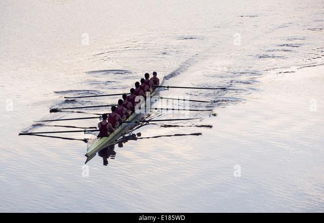 Ruderteam Rudern Scull auf See Stockbild