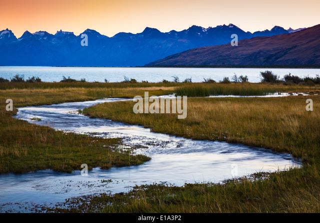 Kleiner Bach am Lago Viedma in Patagonien, Argentinien Stockbild