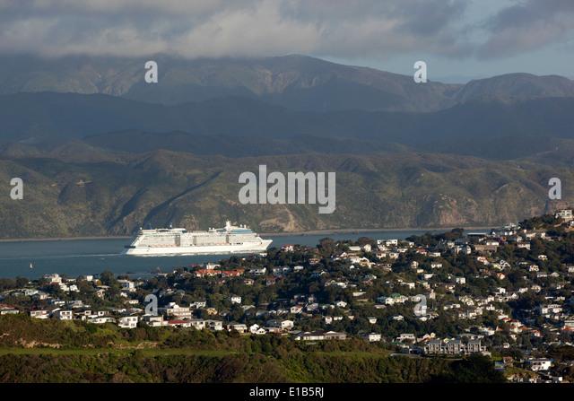 Celebrity Solstice Kreuzfahrtschiff Segeln aus Wellington Harbour Stockbild