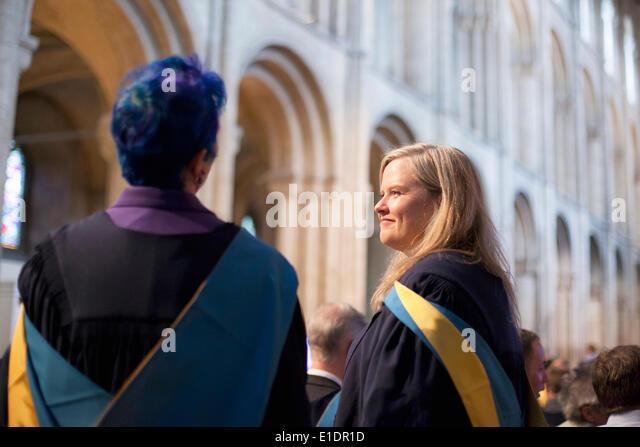 Ely, Cambridgeshire, Großbritannien. 31. Mai 2014. Open Universitätsabsolventen besuchen Grad Zeremonie Stockbild